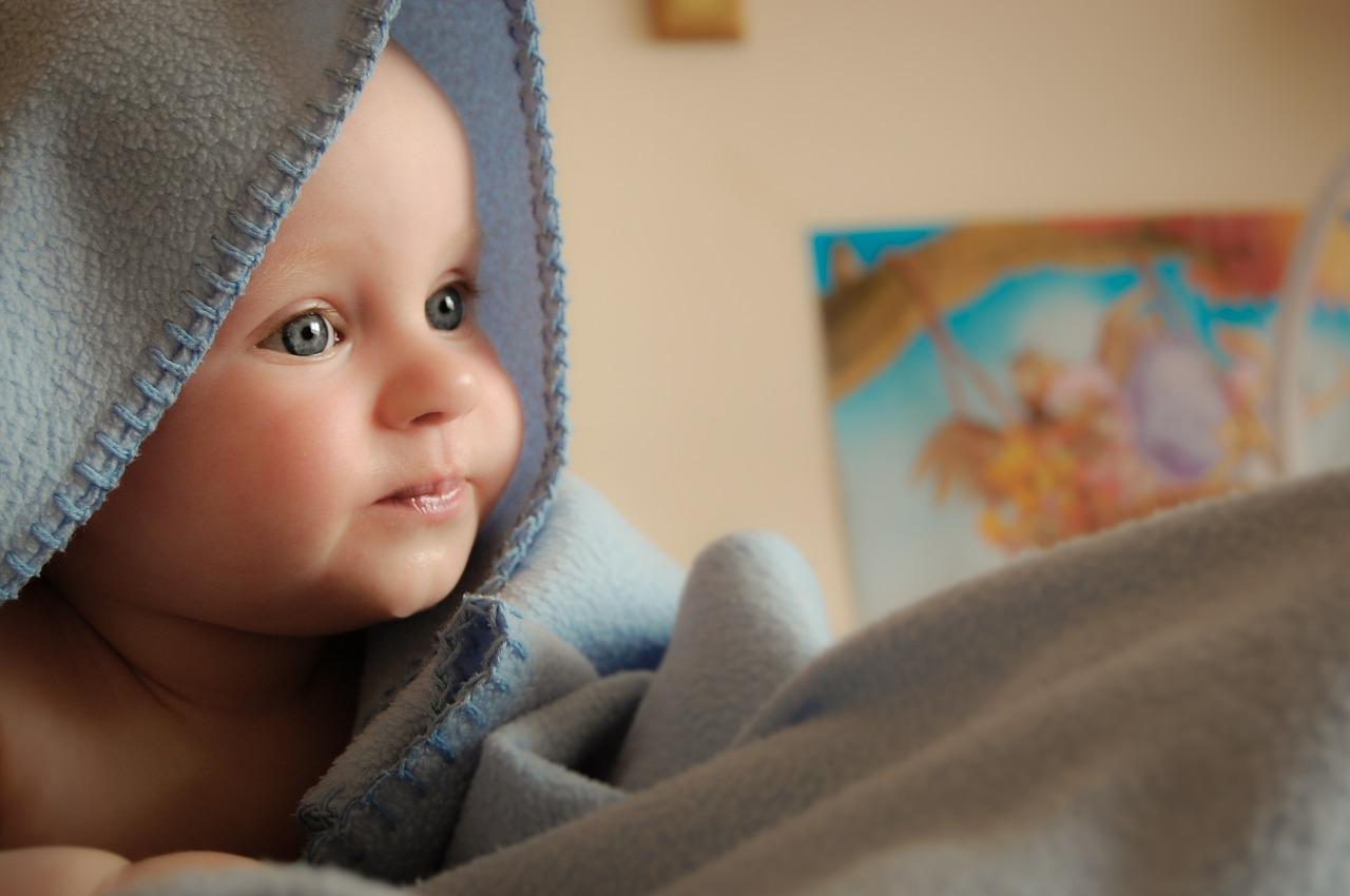 L'ostéopathie pour les bébés pour lutter contre la plagiocéphalie